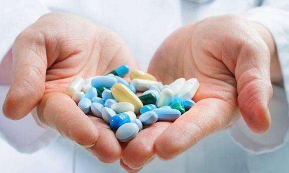 Лекарства в руках