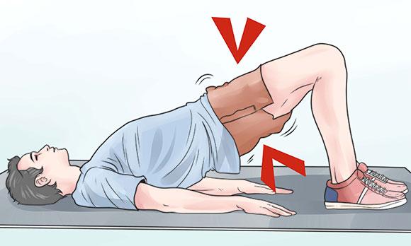 Мужчина делает упражнение Кегеля